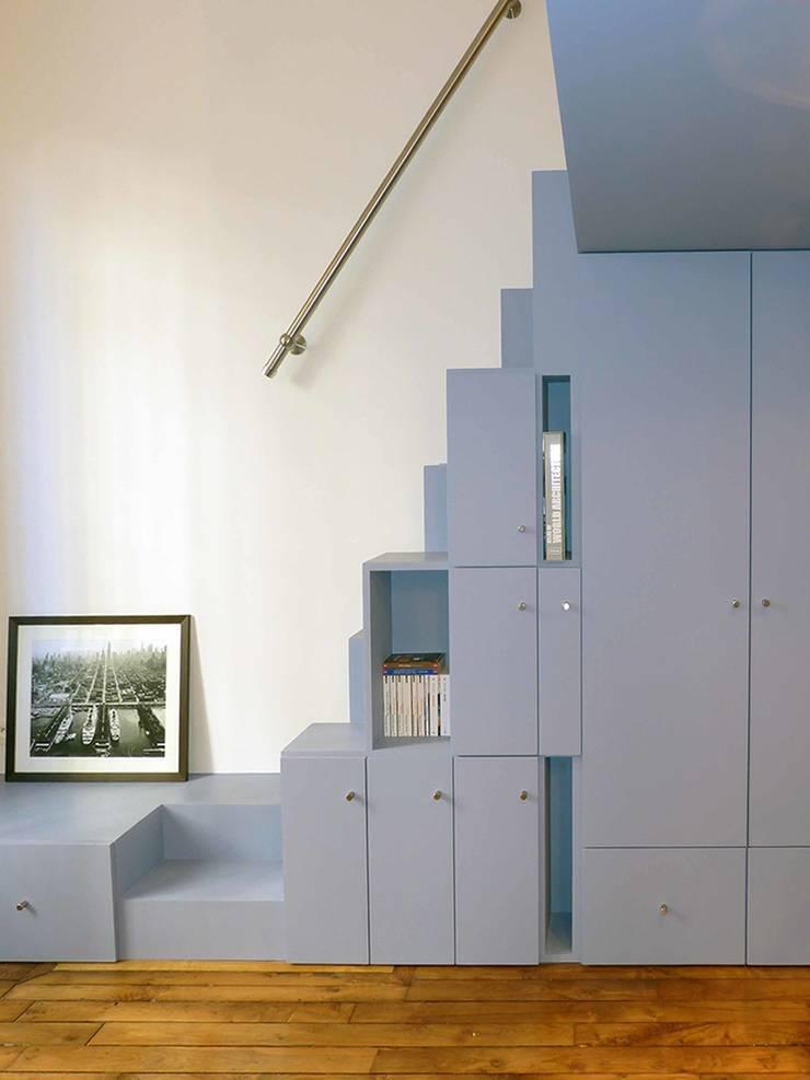 Escalier : Chambre de style  par Pierre Georges Architecte
