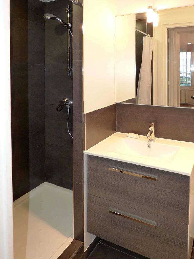 Salle de bain: Salle de bains de style  par Pierre Georges Architecte