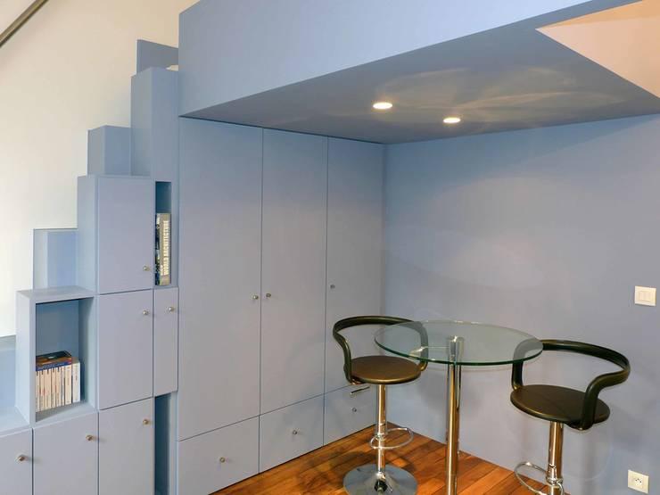 Mobilier sur mesure: Chambre de style  par Pierre Georges Architecte