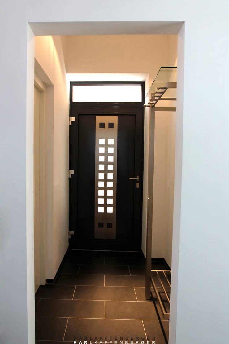 Modern corridor, hallway & stairs by Karl Kaffenberger Architektur | Einrichtung Modern