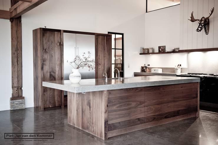 Kookeiland Woonboerderij:  Keuken door Piet-Jan van den Kommer