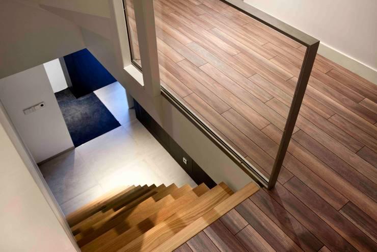 Corridor & hallway by a-LEX, Minimalist