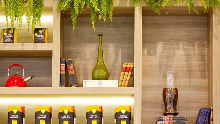 AROMA BRASIL CAFÉ: Escritório e loja  por AF Arquitetura