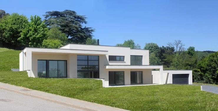 Maison à St Didier au Mont d'Or: Maisons de style  par ak architectes