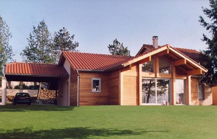 Maison à Montanay: Maisons de style de style Classique par ak architectes
