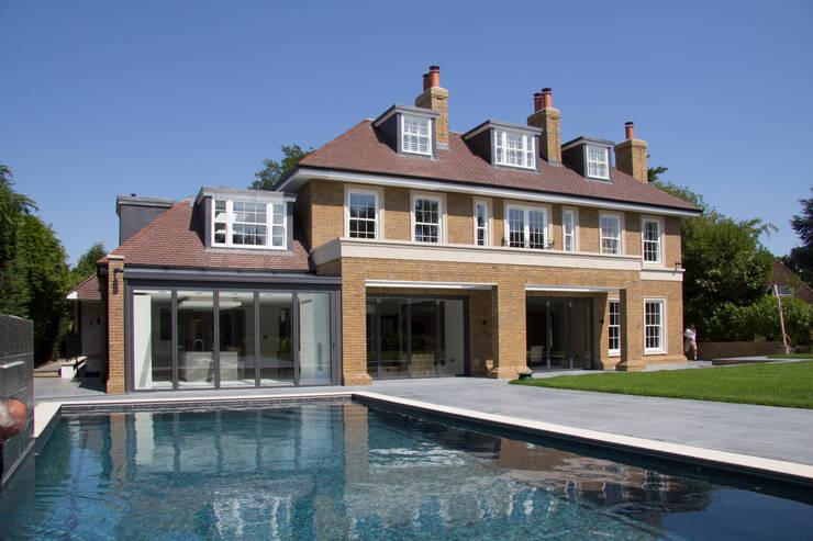 Projekty,  Basen zaprojektowane przez Hale Brown Architects Ltd