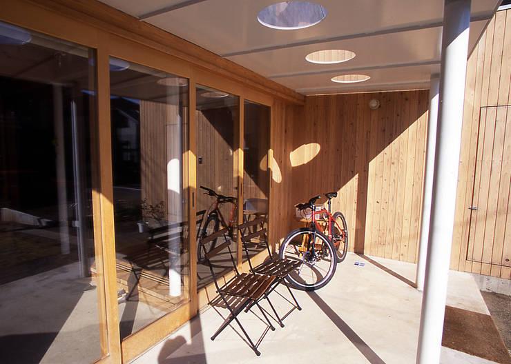 土間スペース: 稲吉建築企画室が手掛けた家です。