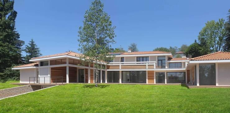 Maison à Charbonnières les Bains: Maisons de style  par ak architectes