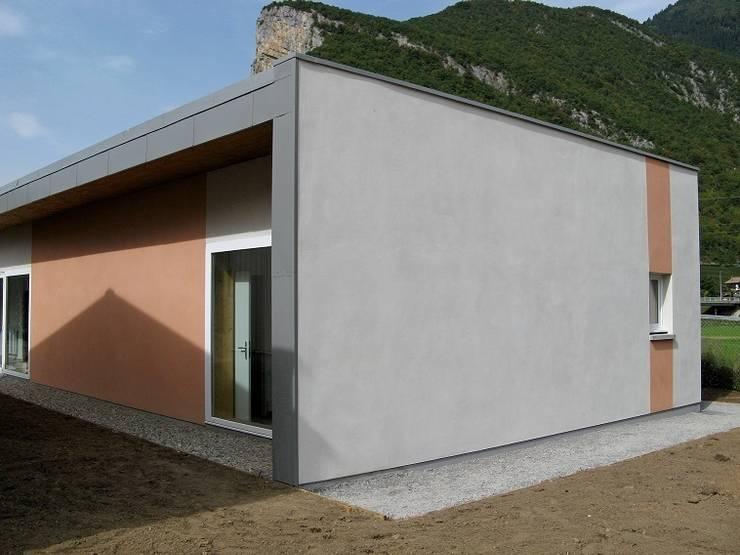 Angle sud est: Bureaux de style  par José villot architecte