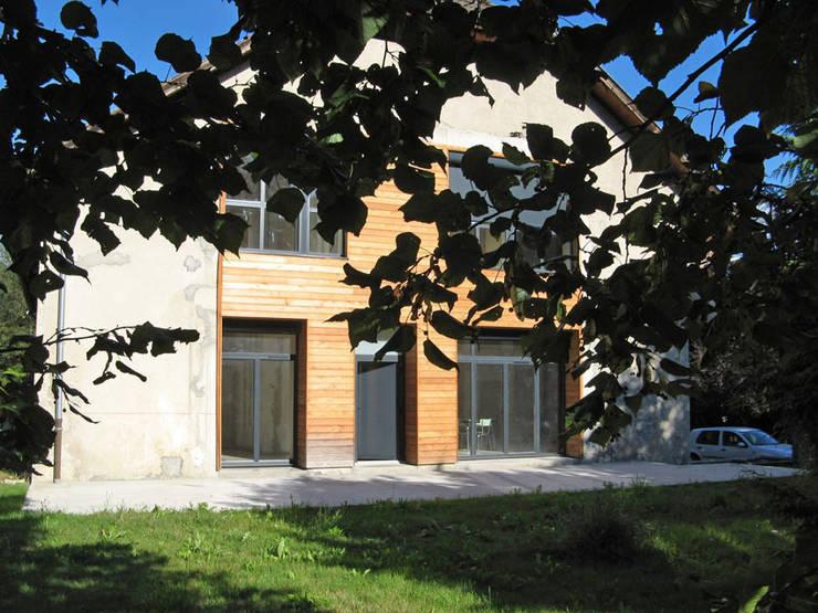 vue 1 sur jardin: Maisons de style  par José villot architecte