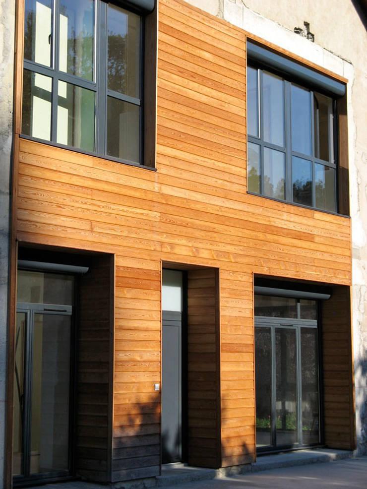 détail de façade: Maisons de style  par José villot architecte