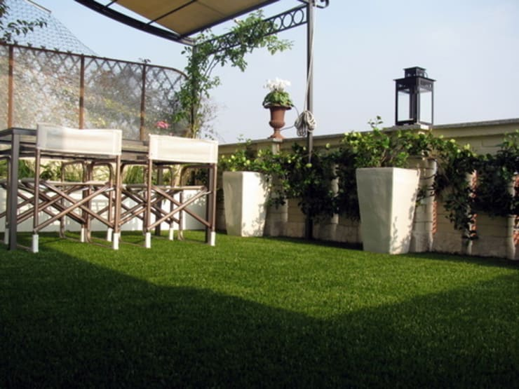 cesped artificial terrzas: Terrazas de estilo  de Allgrass Solutions
