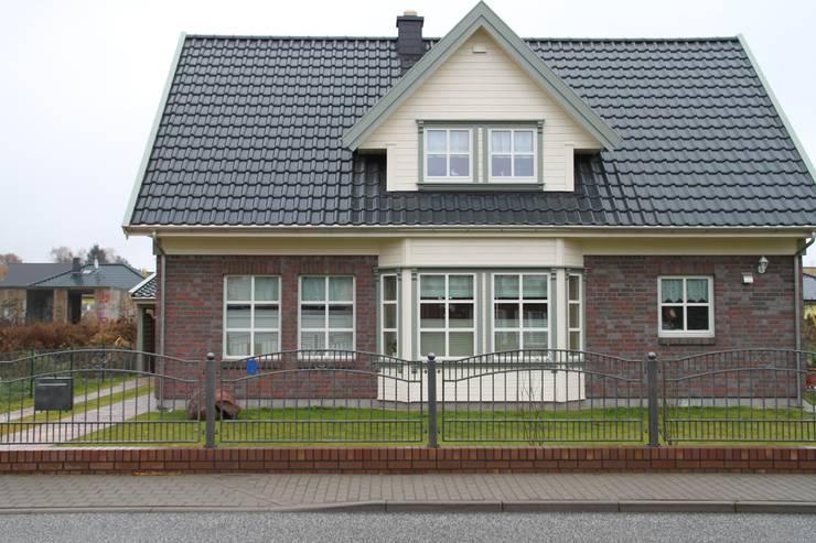 Дома в . Автор – Akost GmbH  'Ihr Traumhaus aus Norwegen'