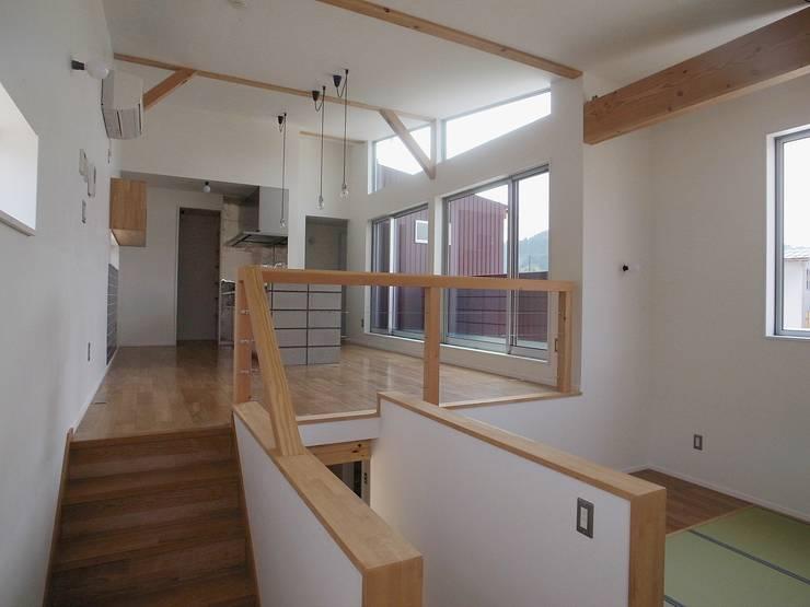 八幡の家Ⅱ: 萩野建築設計が手掛けたリビングです。,オリジナル
