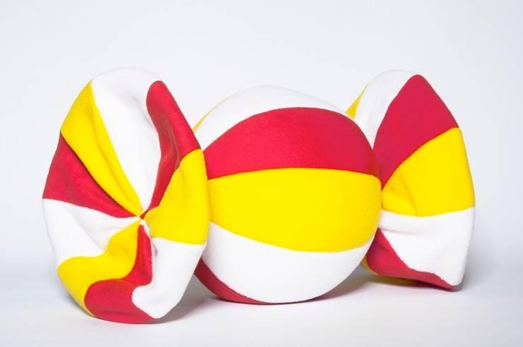 Poduszka cukiereczek : styl , w kategorii Pokój dziecięcy zaprojektowany przez Pracownia Projektowa Pink Frog