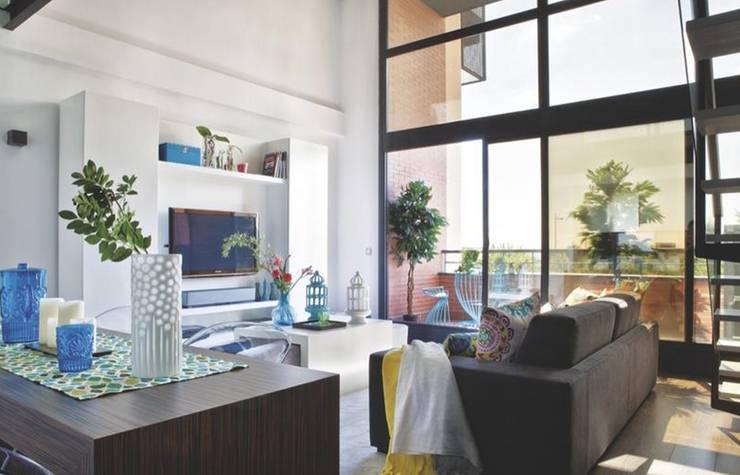 Loft para single : Salones de estilo  de Disak Studio