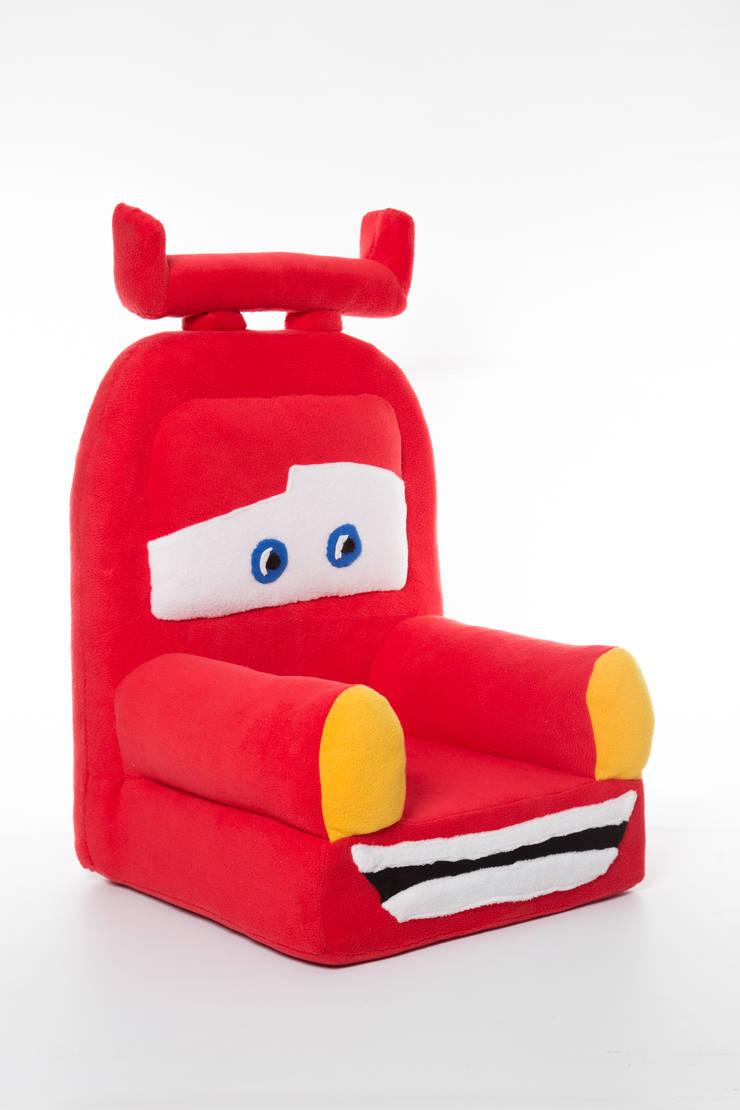 Fotelik auto: styl , w kategorii Pokój dziecięcy zaprojektowany przez Pracownia Projektowa Pink Frog