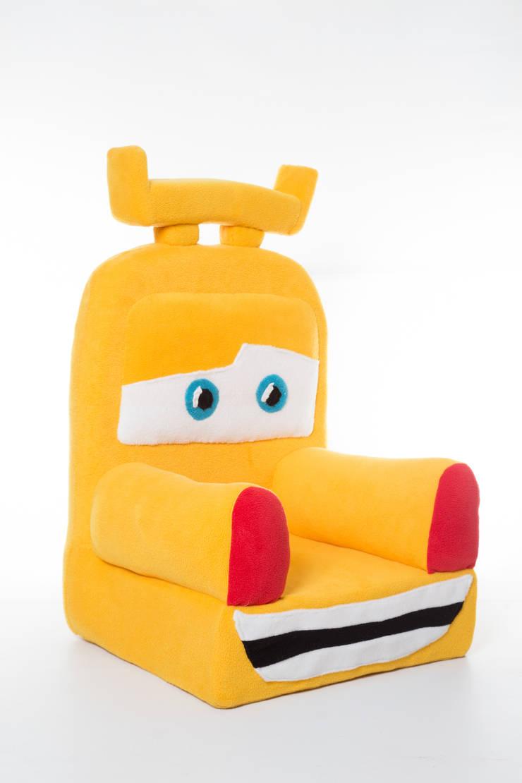Fotelik auto : styl , w kategorii Pokój dziecięcy zaprojektowany przez Pracownia Projektowa Pink Frog