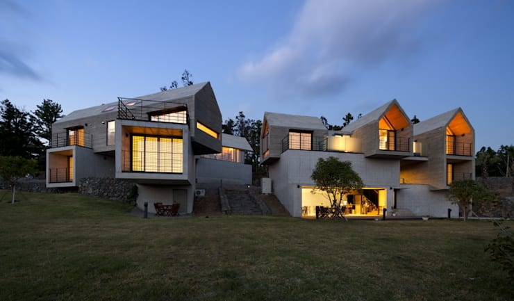Houses by ARCHITECT GROUP CAAN