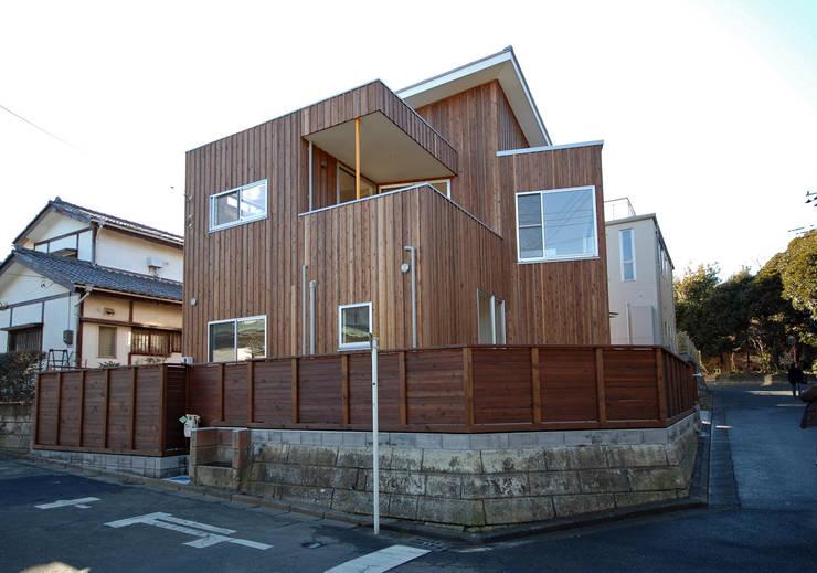 S教授の家_外観: 佐賀高橋設計室/SAGA + TAKAHASHI architects studioが手掛けた家です。