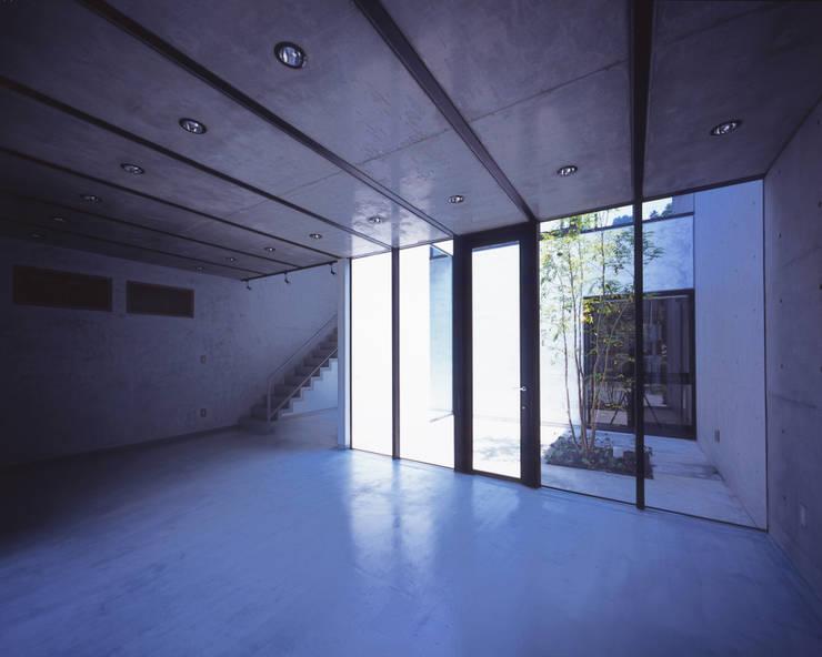 1階展示空間: atelier oが手掛けた商業空間です。