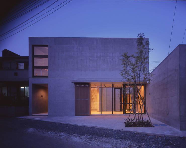 ファサード夕景: atelier oが手掛けた商業空間です。