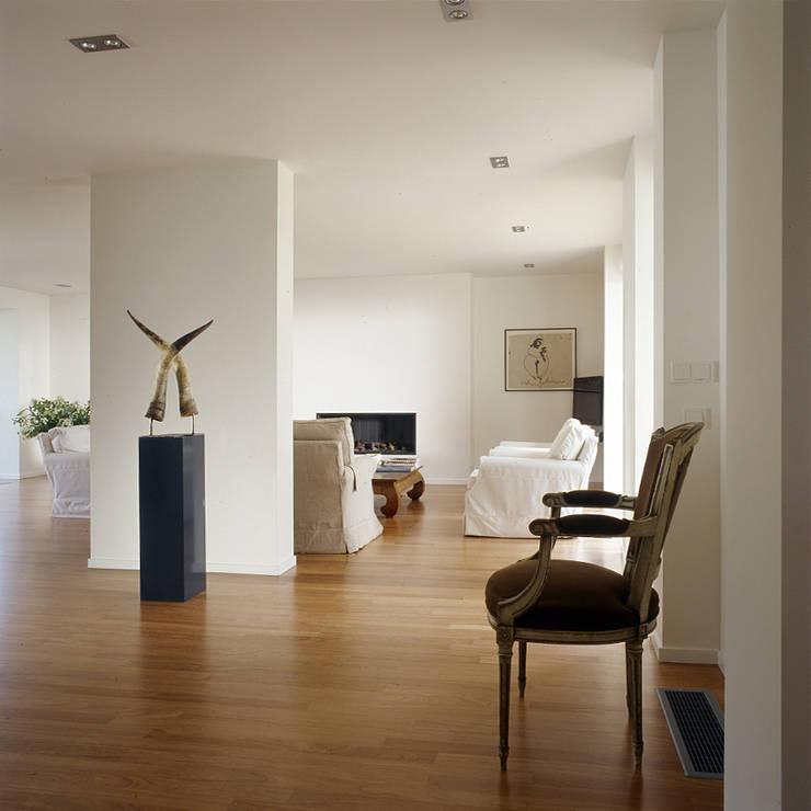 woonkamer:  Woonkamer door Benerink Architecten, Modern