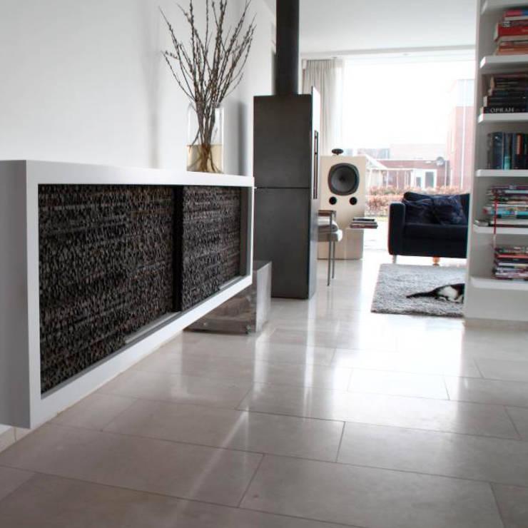 Holt the line:  Muren & vloeren door Dofine wall | floor creations