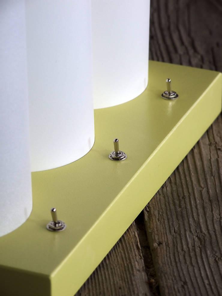 Lampe de table TRI-L: Bureau de style  par La Fable