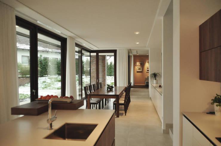 offener Essbereich:  Esszimmer von Lecke Architekten