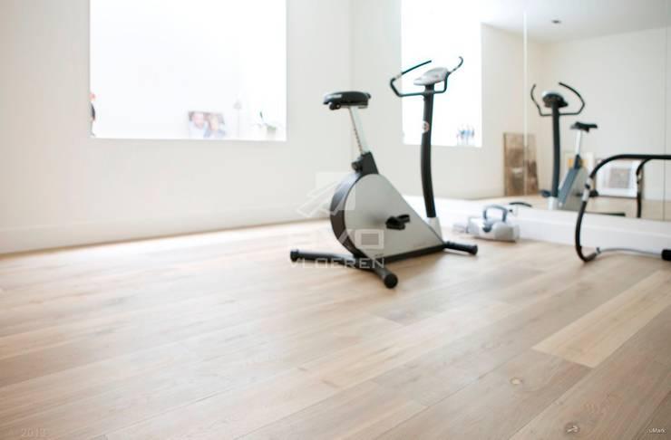 Houten vloer in fitness ruimte: moderne Fitnessruimte door BVO Vloeren
