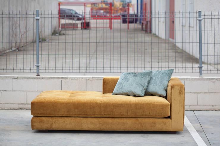 canapé sur mesure Lisboa: Maison de style  par Desmedido canapés sur mesure
