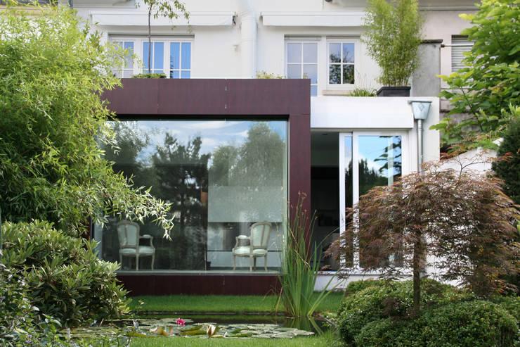 Ambassade à Luxembourg: Bureaux de style  par RM archi sàrl