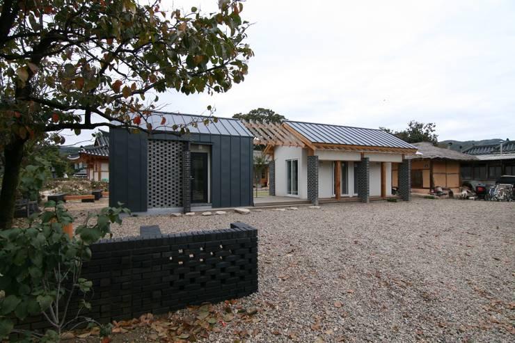 주진입 전경: 201 건축사사무소의  주택