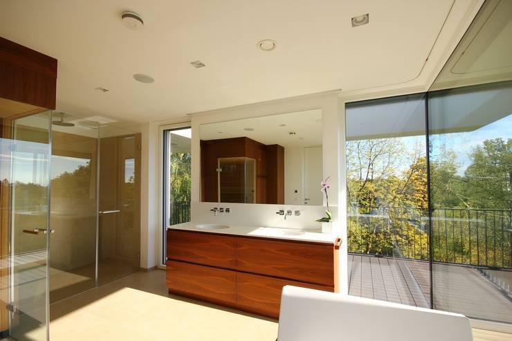 Wellnessbereich:  Badezimmer von KARL+ZILLER Architektur