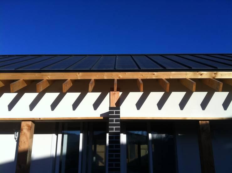 처마상세: 201 건축사사무소의  주택