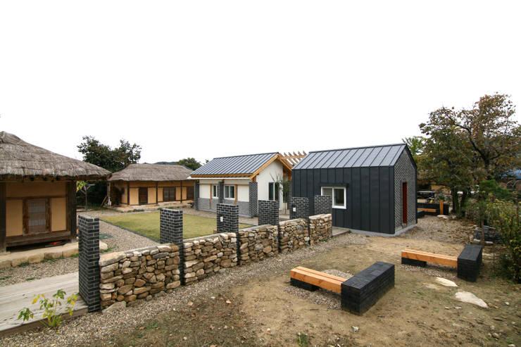 서측면 전경: 201 건축사사무소의  주택
