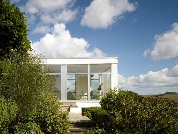 Salcombe pavilion:  Living room by richard pain architect