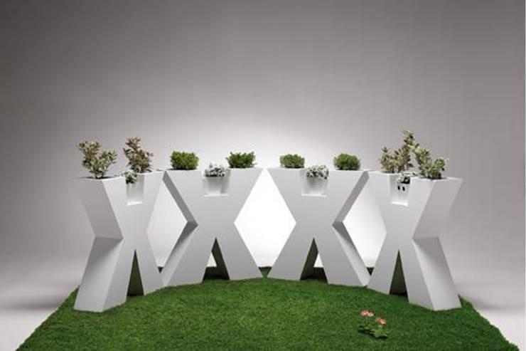 Macetero XXX: Jardín de estilo  de Maceteros.es