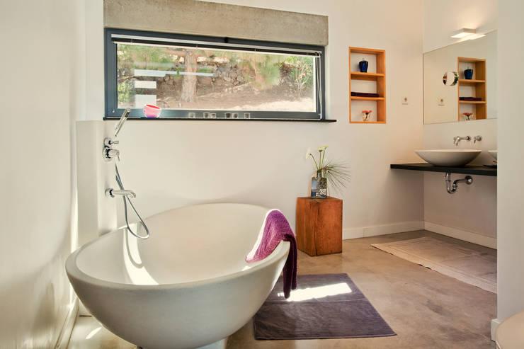 Casas de banho minimalistas por Lukas Palik Fotografie