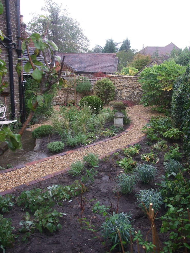 Ditchling cottage garden:   by Capability chris