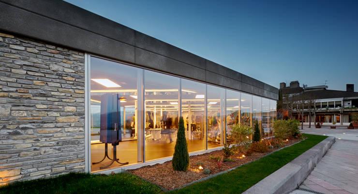 fachada exterior: Gimnasios domésticos de estilo  de DECONS  GKAO S.L.