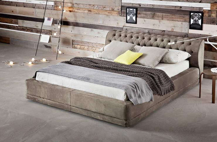 Verdana: Camera da letto in stile  di Ennerev,