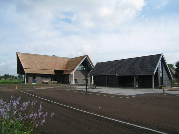 landelijk wonen driesteek 52noord 2:  Huizen door Architectenbureau 52Noord