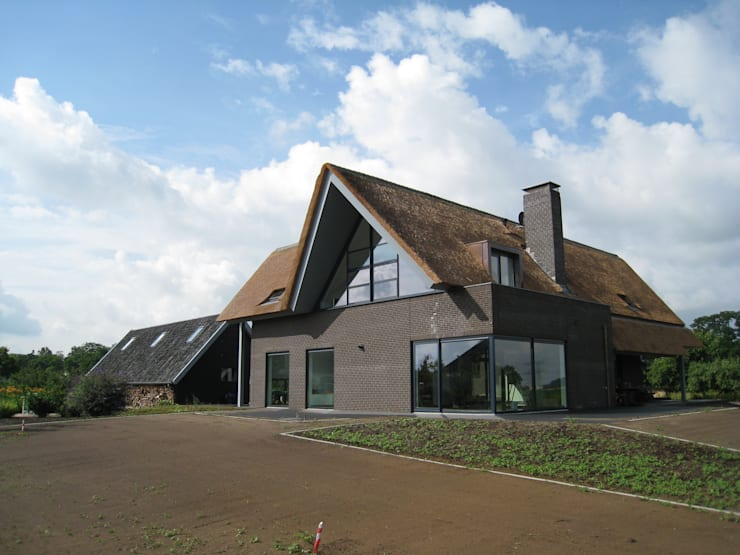 landelijk wonen 52noord 3:  Huizen door Architectenbureau 52Noord