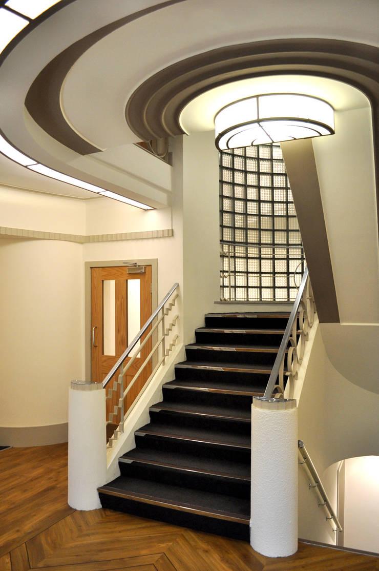 Sandringham Court 04:  Corridor & hallway by George Buchanan Architects