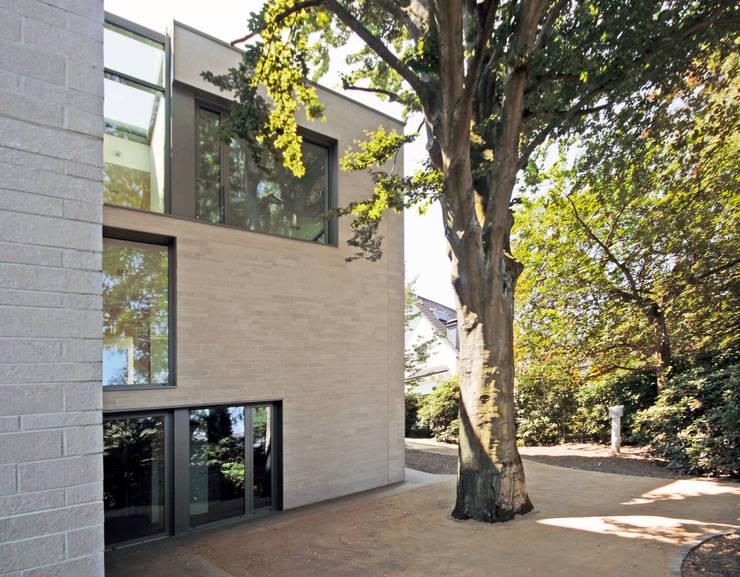 Hofseite:  Häuser von ARCHITEKTEN BRÜNING REIN
