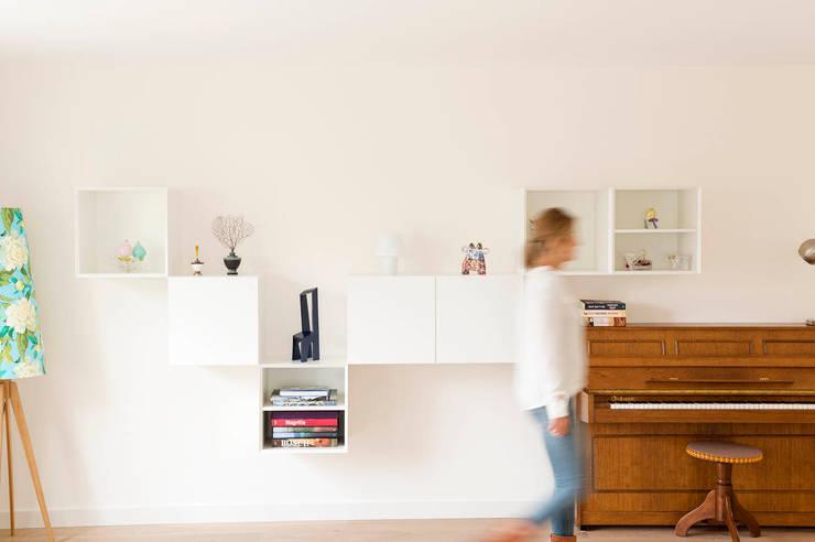 De grote verbouwing: moderne Woonkamer door Jolanda Knook interieurvormgeving