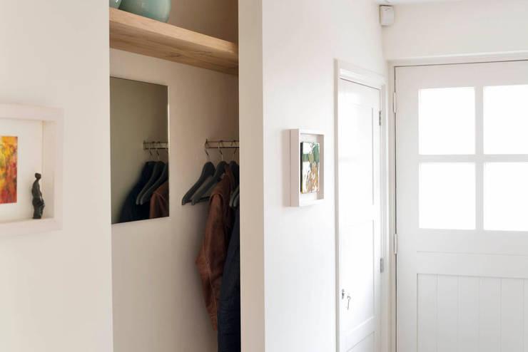 走廊 & 玄關 by Jolanda Knook interieurvormgeving