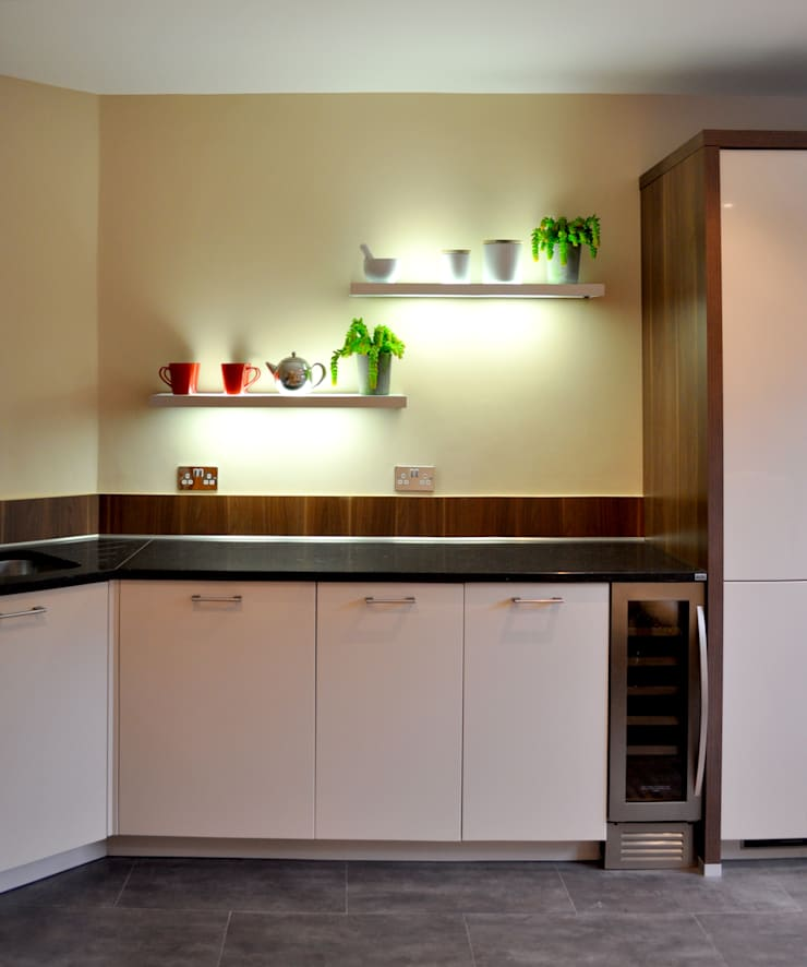 Sandringham Court 07:  Kitchen by George Buchanan Architects
